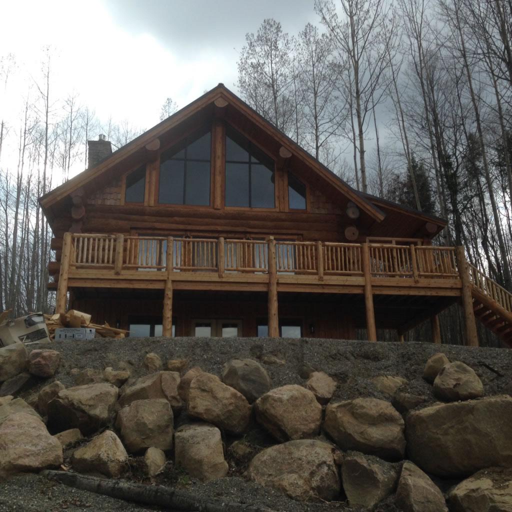 Calabogie four-season log cabin