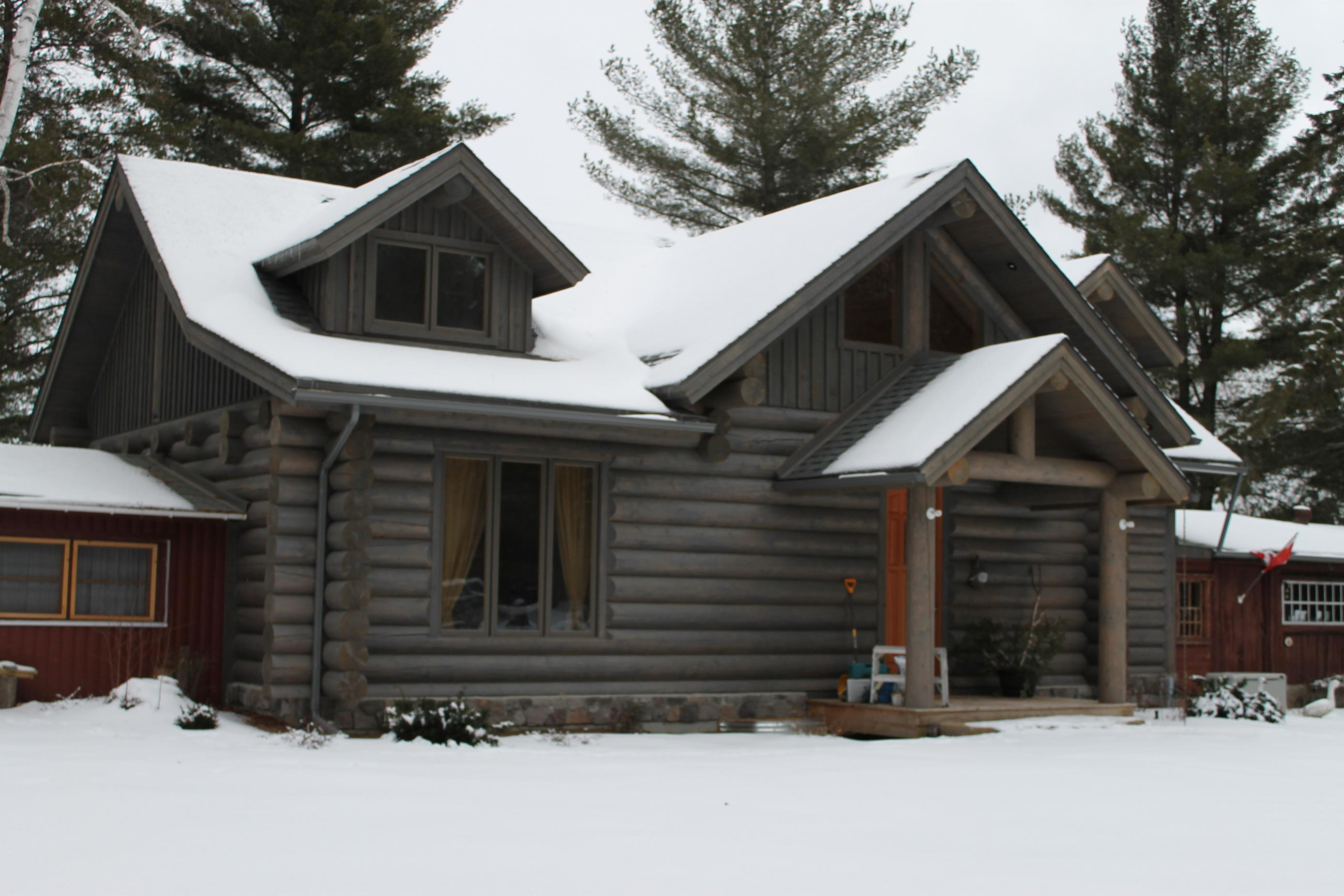 Round Lake chalet by Kealey Tackaberry Log Homes