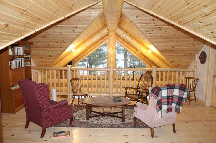 Log chalet at Round Lake - learn more
