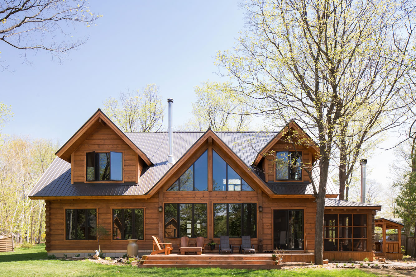 Ottawa Valley timber home by Kealey Tackaberry Log Homes
