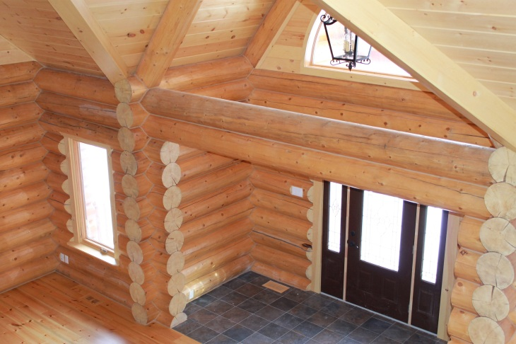 Click to learn more about this round log home in Munster