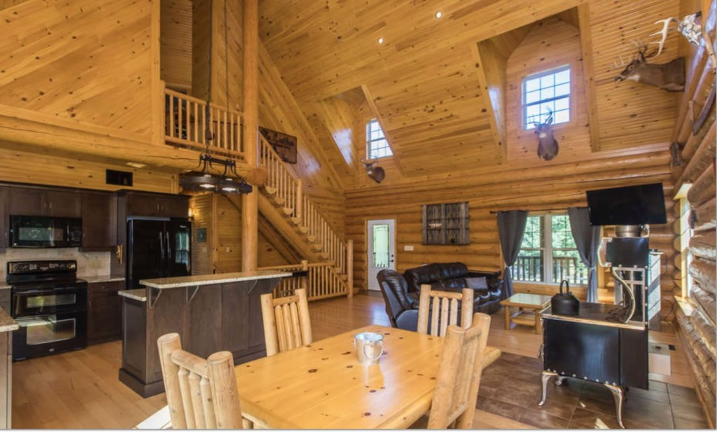 Round log home in White Lake, Ontario